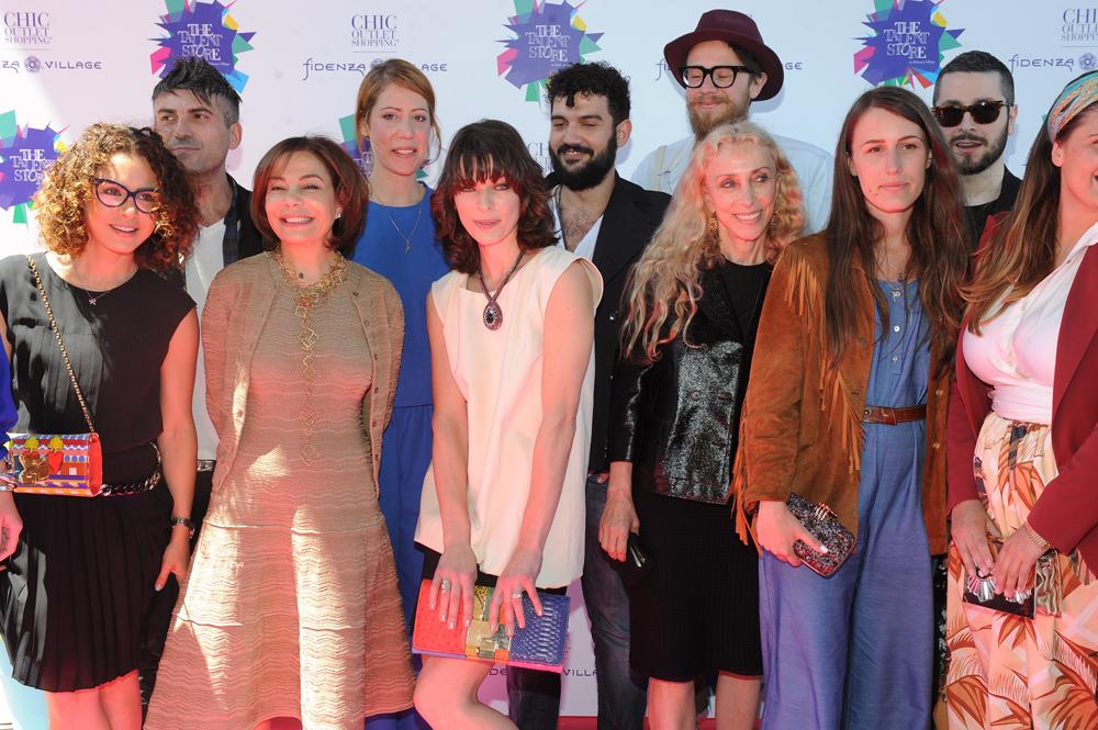 Milla Jovovich con i giovani talenti