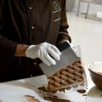 Il processo manuale di produzione dei cioccolati artigianali T'a_light