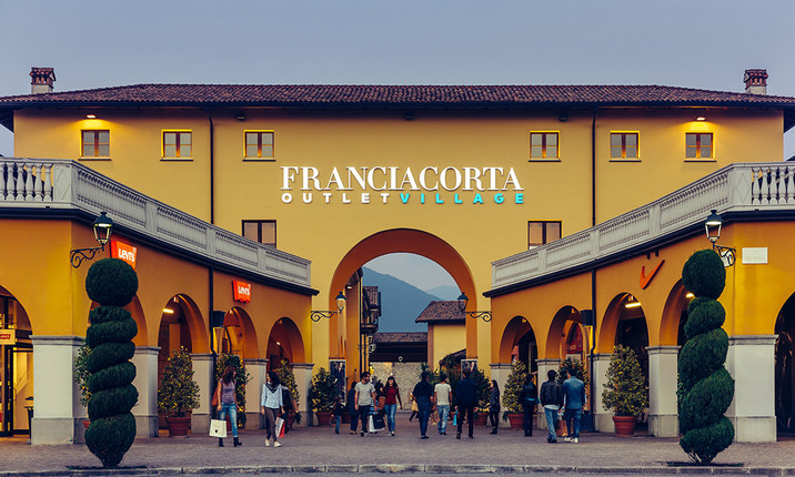 Franciacorta outlet village si prepara ad expo ed accorcia for Outlet design milano
