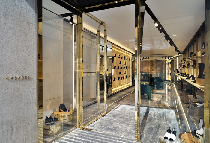 Nuovo flagship store Casadei a Roma - Shopping Milano Roma ecb8f845af7