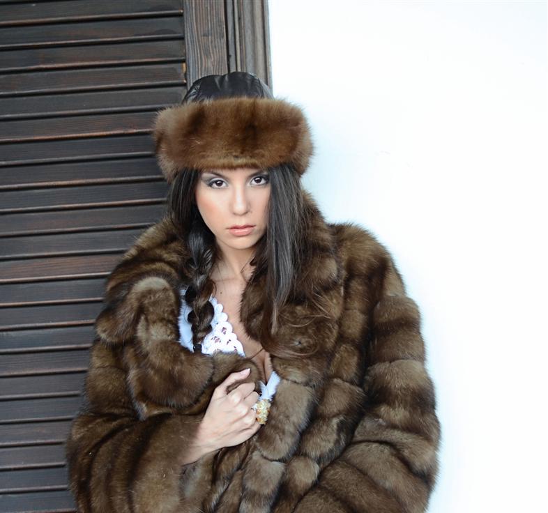 Nuova collezione di pellicce Dellera - Shopping Milano Roma 6812c39a603