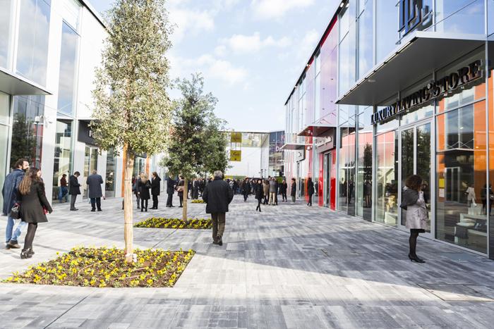 Taglio del nastro e grande opening per il nuovo city stile for Calligaris scalo milano