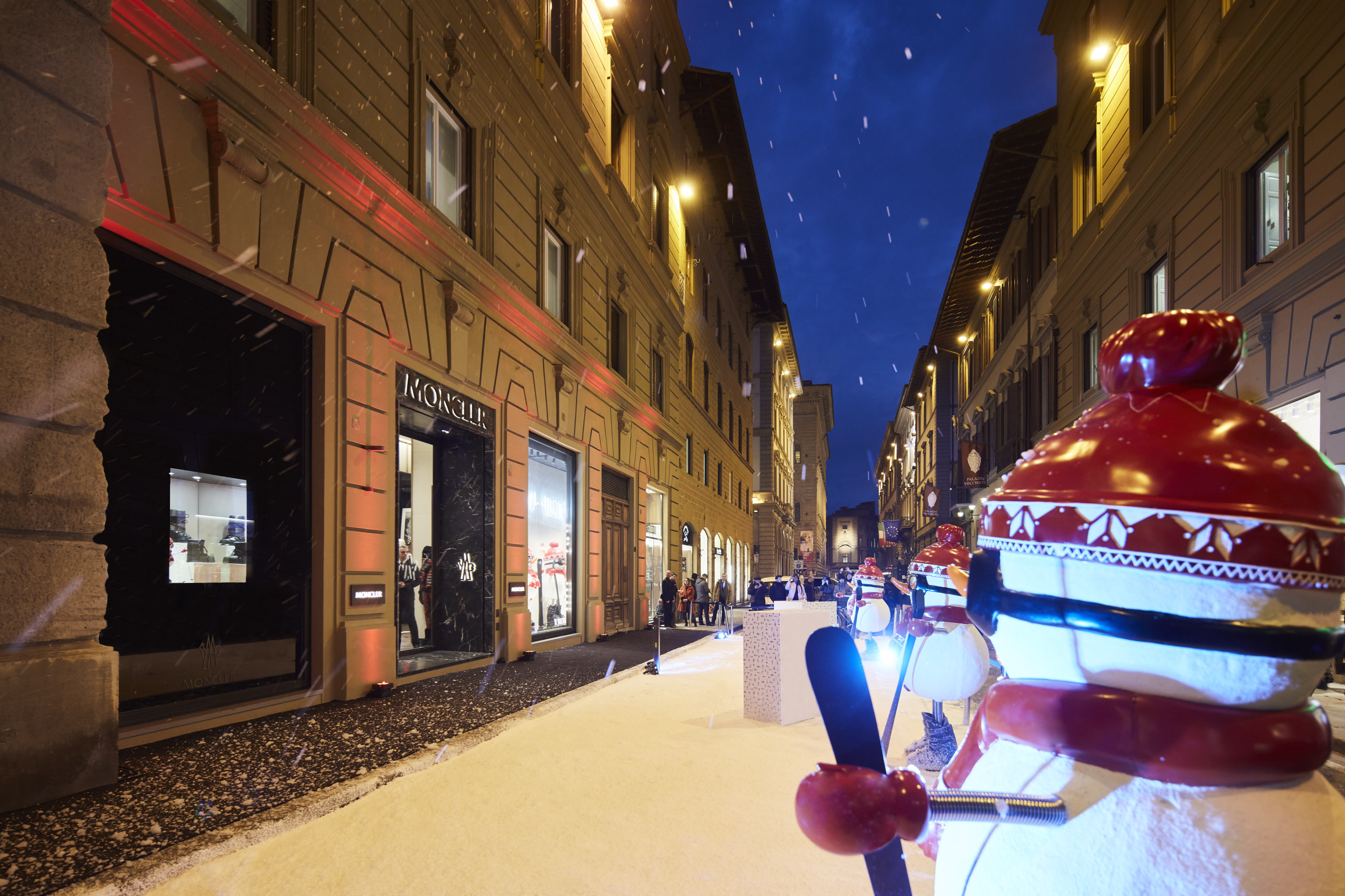 best loved bbdbf b2650 Prima boutique a Firenze per Moncler - Shopping Milano Roma