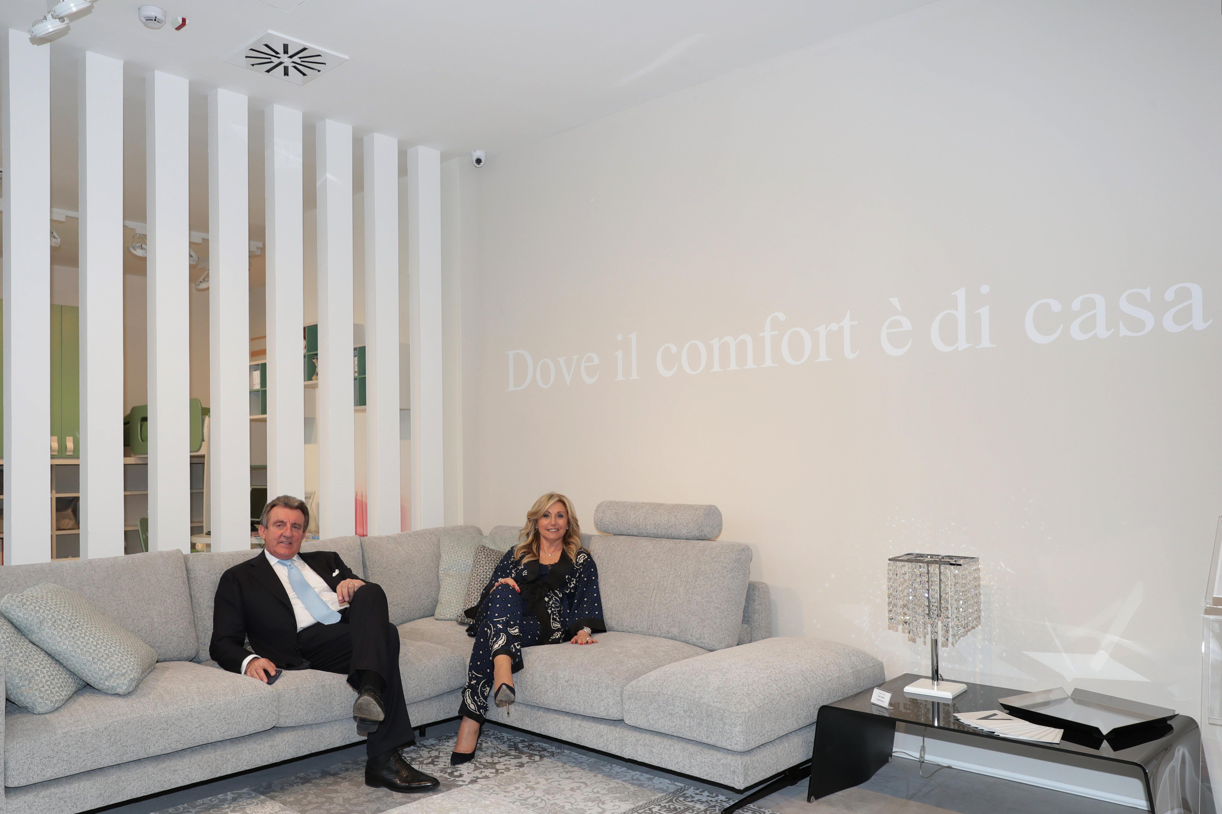 Vergani home ha inaugurato il nuovo showroom a cinisello for Vergani home arredamento
