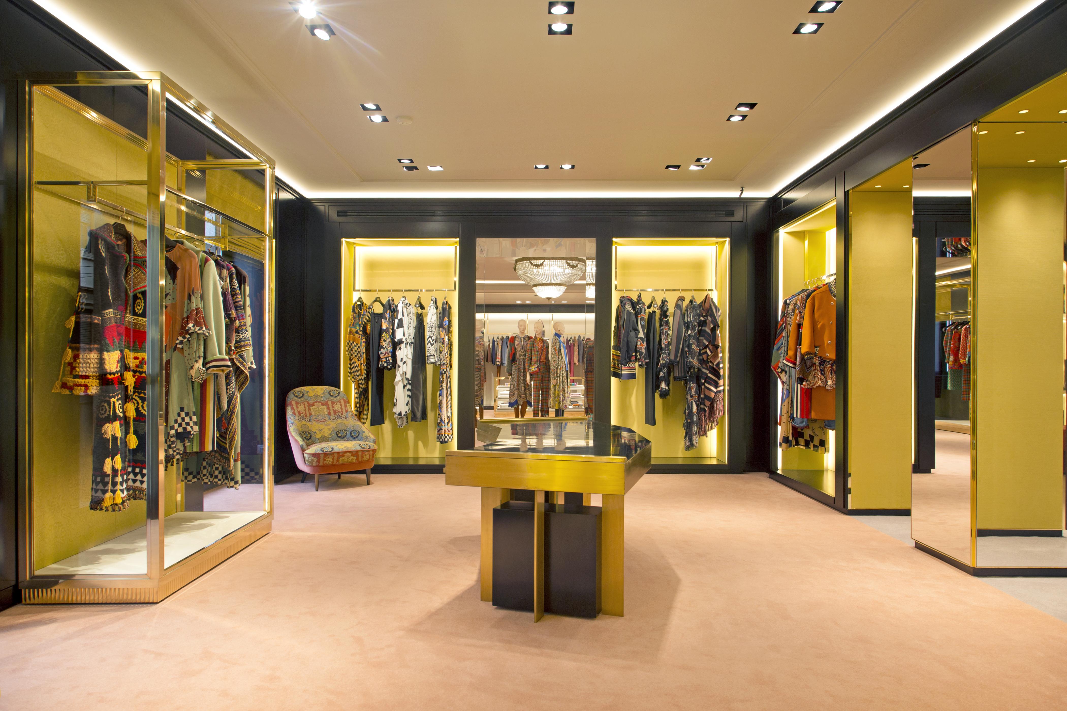 the best attitude 06eef f6f6a Etro: la boutique di via Monte Napoleone si rifà il look per ...