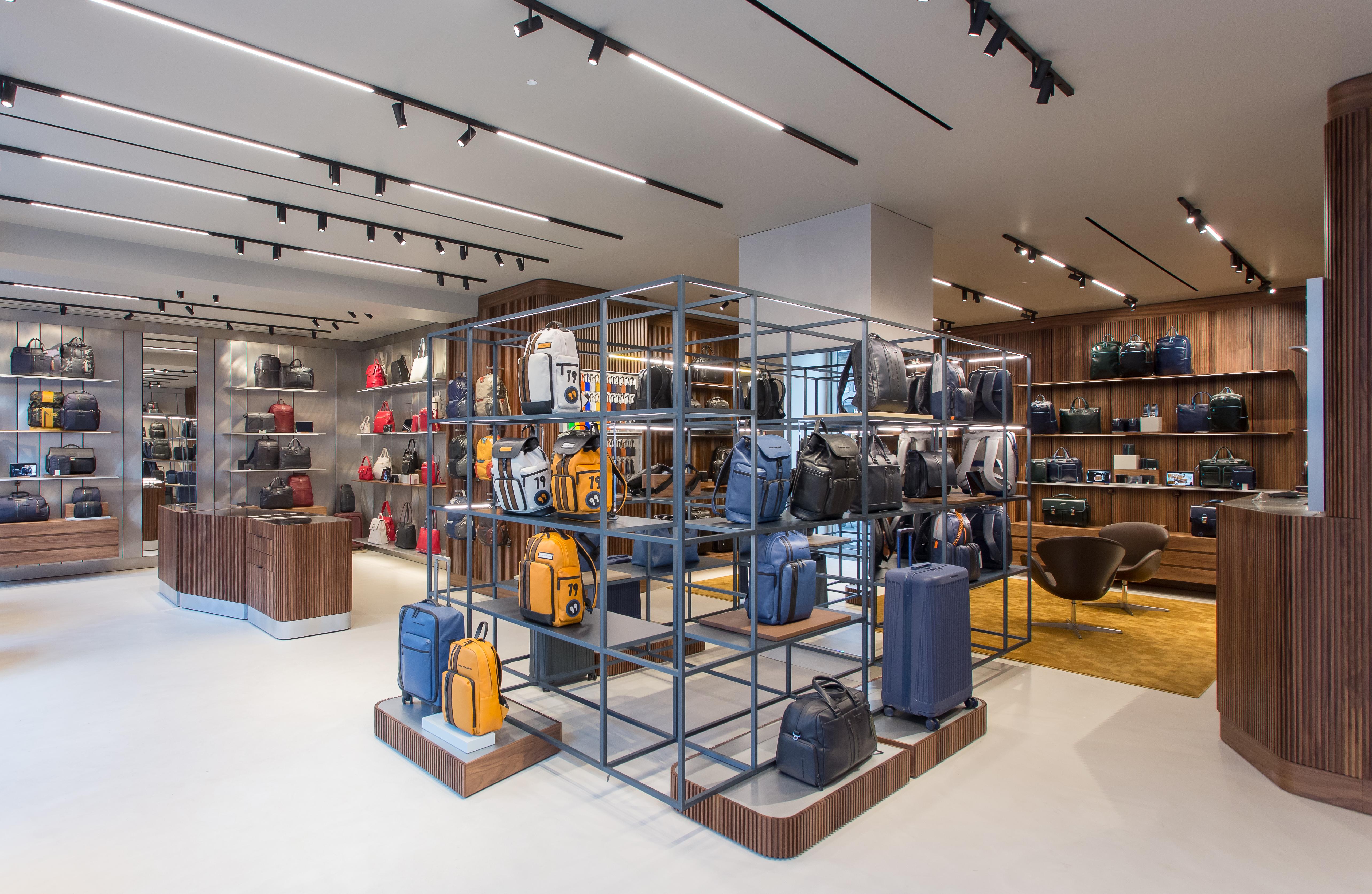 Il restyling di Piquadro: riapre la boutique di corso Buenos Aires a ...
